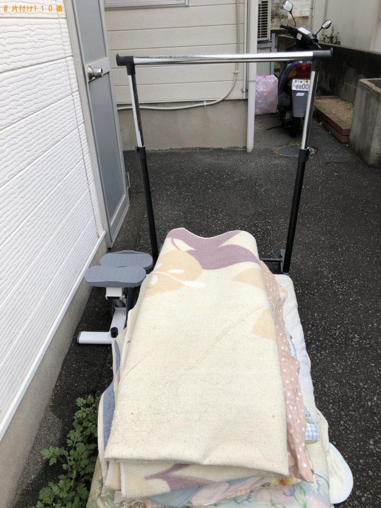 【那珂市】遺品整理でカーペット、布団、ハンガーラック、運動器具の回収