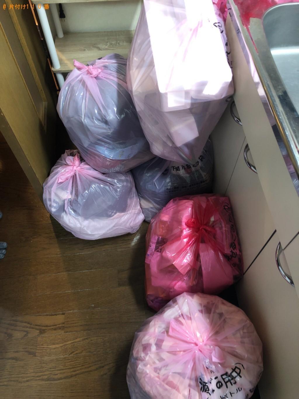 【桶川市】遺品整理でカーペット、布団、本棚、折り畳みベッド等の回収